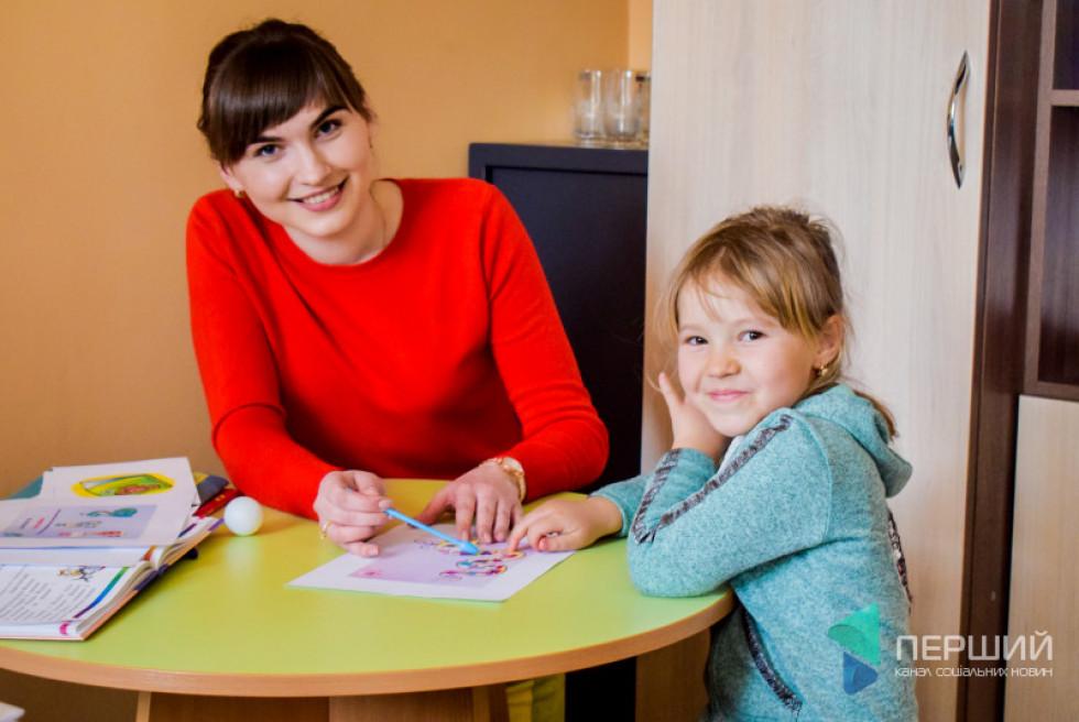 У Любешеві відкрили інклюзивно-ресурсний центр. Досі батьки дітей з інвалідністю мусили возити їх по три години до Луцька, а тепер можуть займатись з фахівцями у рідному селищі