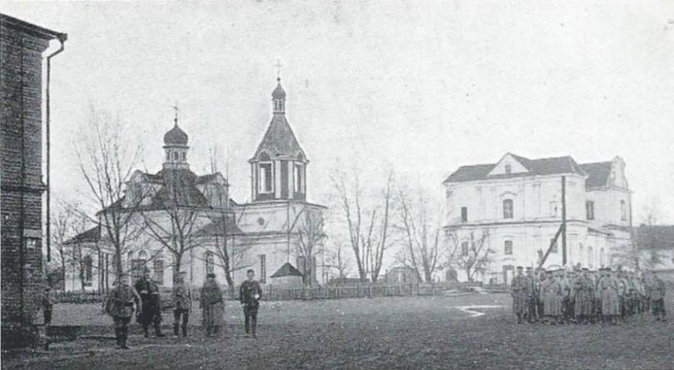 Православний і католицький храми були поряд