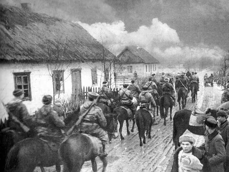 Червоні партизани входять у село